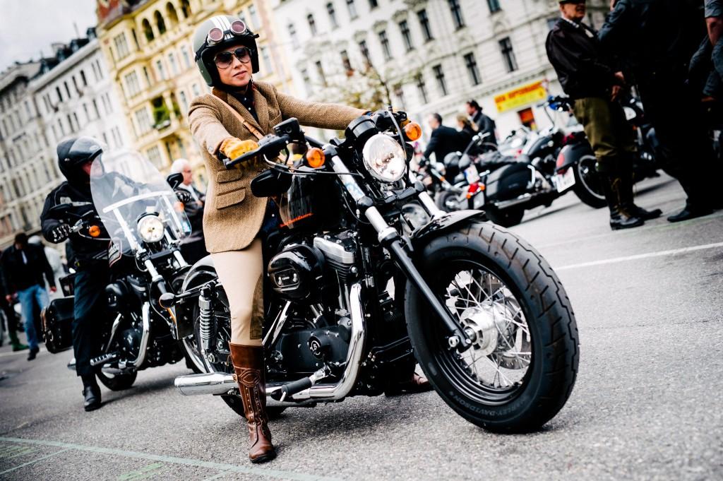 motographer motorradfoto fotograf wien georg aufreiter classic bike classy lady harley davidson classic bike